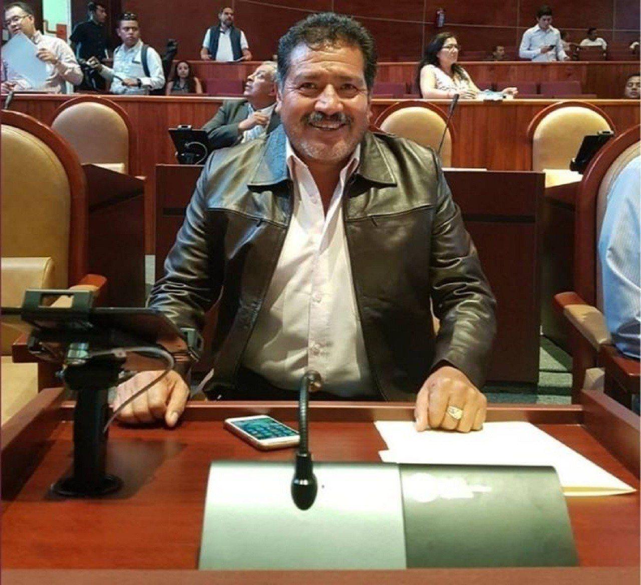 墨西哥瓦哈卡州特拉希亞科已故新市長阿帕里希歐2018年9月19日在個人連書上傳的...