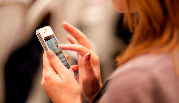 張亞瑋指出,產業方面要觀察手機相關供應鏈廠。 示意圖/Ingimage