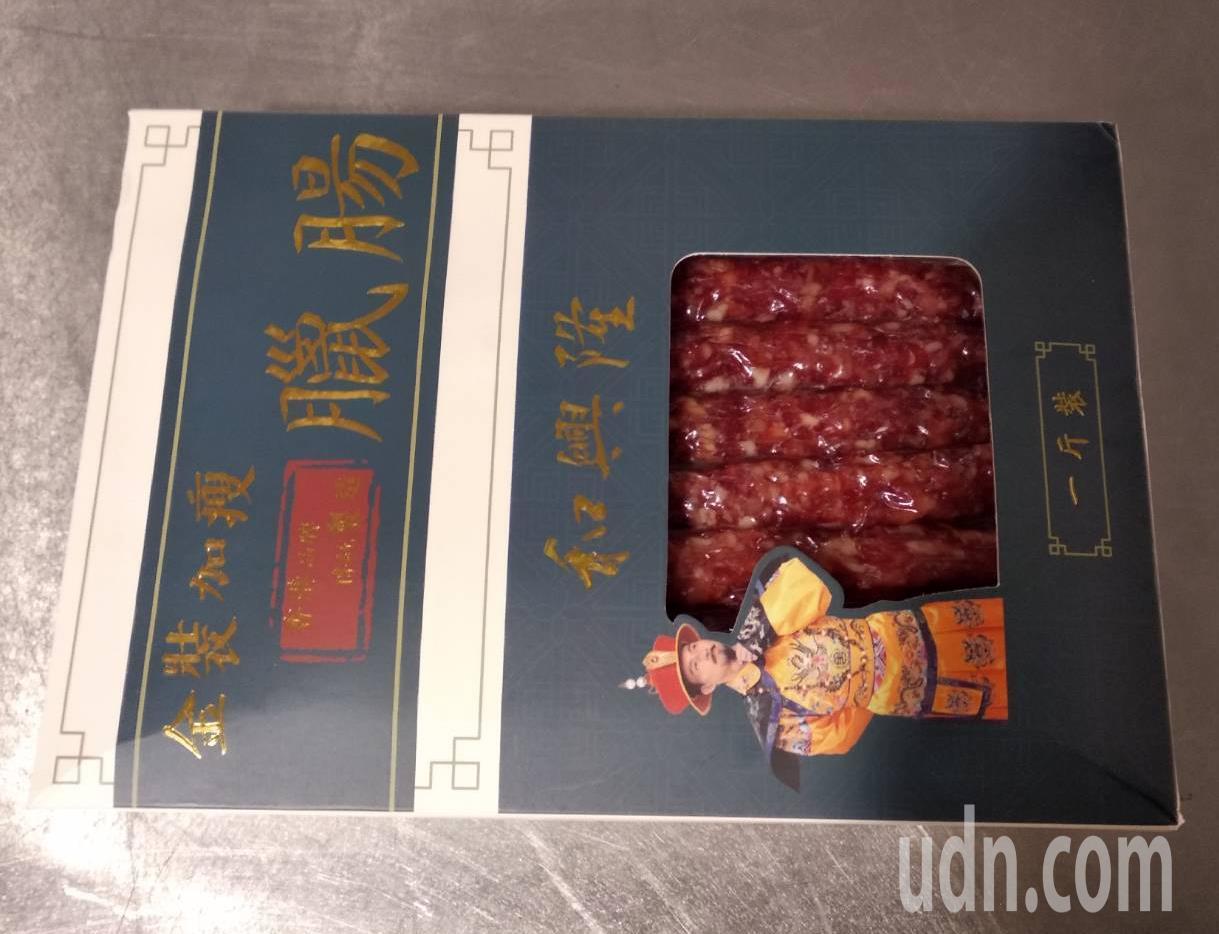 大陸籍邵姓旅客下午從香港入境桃園機場,被查獲攜帶0.66公斤的臘腸。圖/台北關提...
