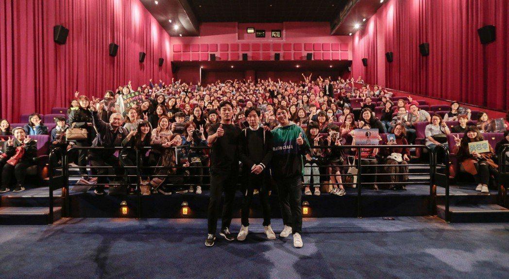 河正宇、導演金秉祐及李善均特地南下台中宣傳新片「90分鐘末日倒數」。圖/華聯提供