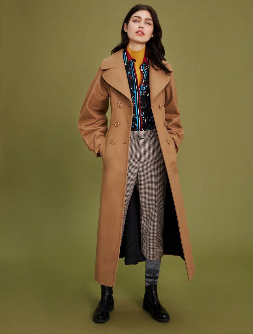 PENNYBLACK以印花襯衫搭襯大衣帶來英倫風格。圖/PENNYBLACK提供