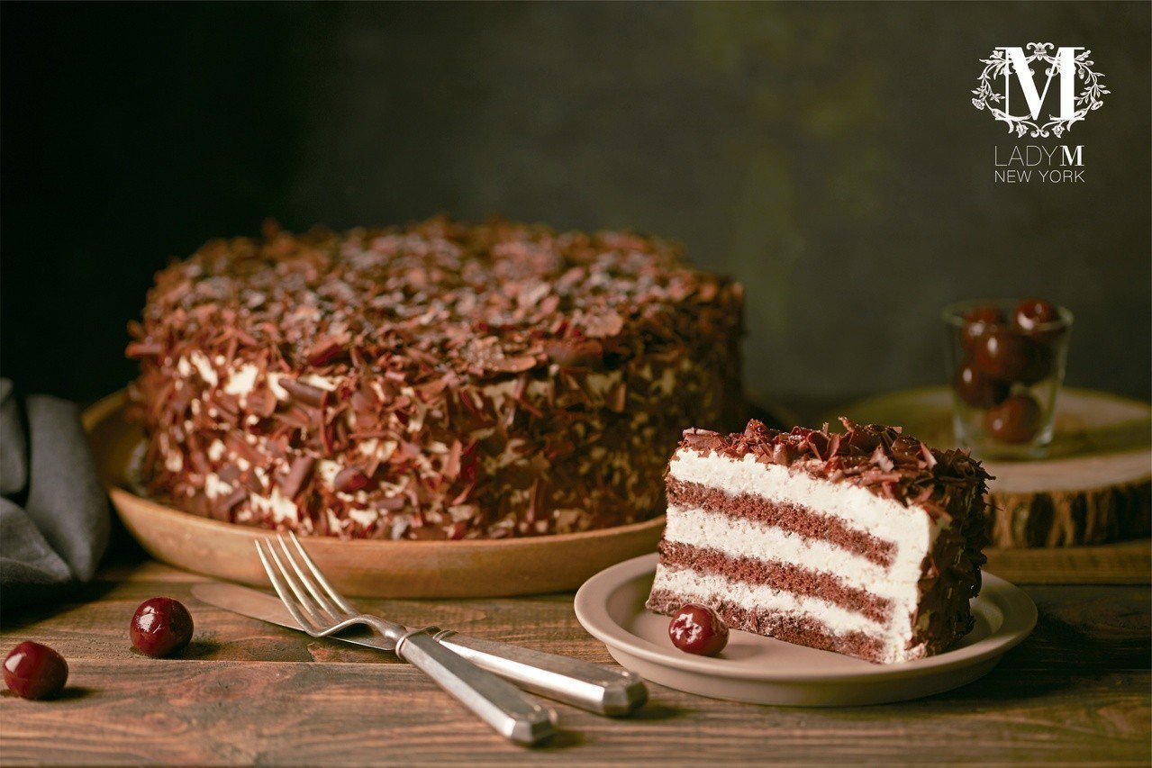 旗艦店限定「黑森林蛋糕」,單片售價280元、9吋2,800元。圖/Lady M提...
