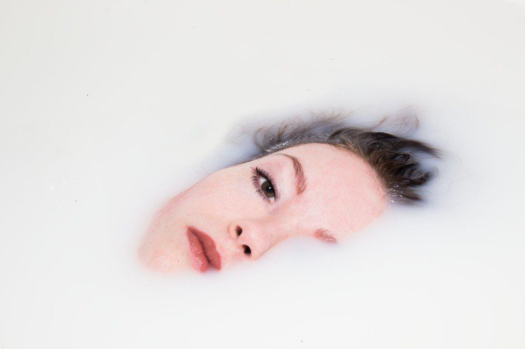 洗臉是保養程序內最重要的基礎,除了慎選洗臉產品外,洗臉的方式也很重要。圖/摘...
