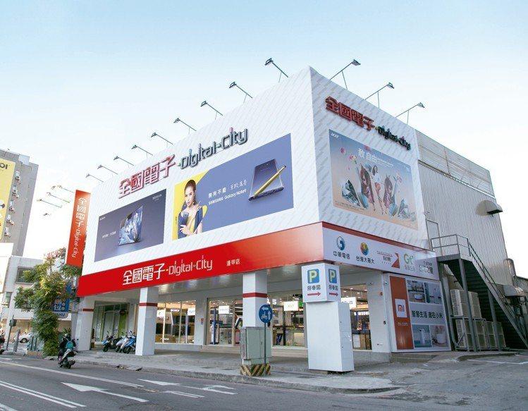 全國電子Digital City逢甲店開幕,兩層樓賣場共有230坪大空間。圖/全...