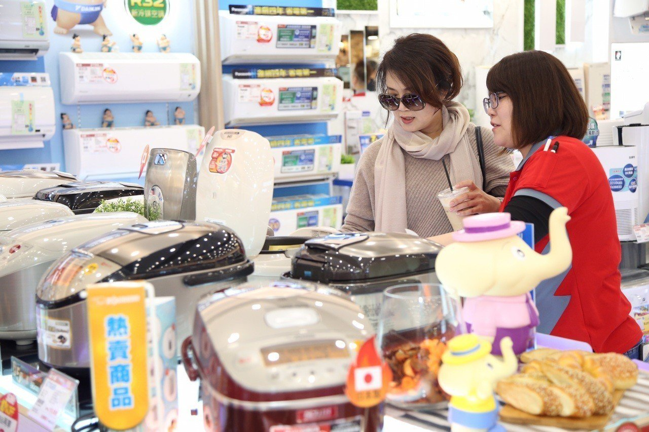全國電子Digital City逢甲店開幕,即日起至1月8日推出一連串優惠好康。...