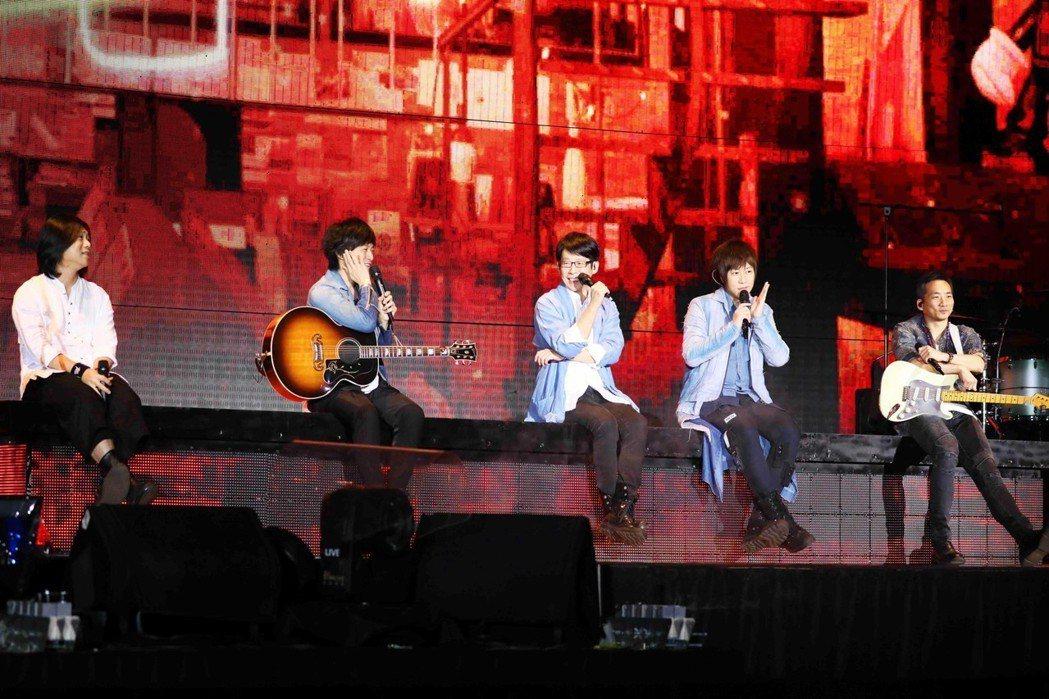 五月天4日在台中繼續開唱。圖/相信音樂提供