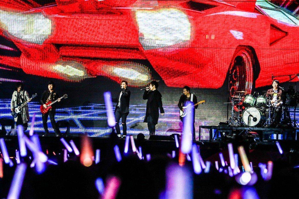 羅志祥擔任五月天演唱會嘉賓。記者黃仲裕/攝影