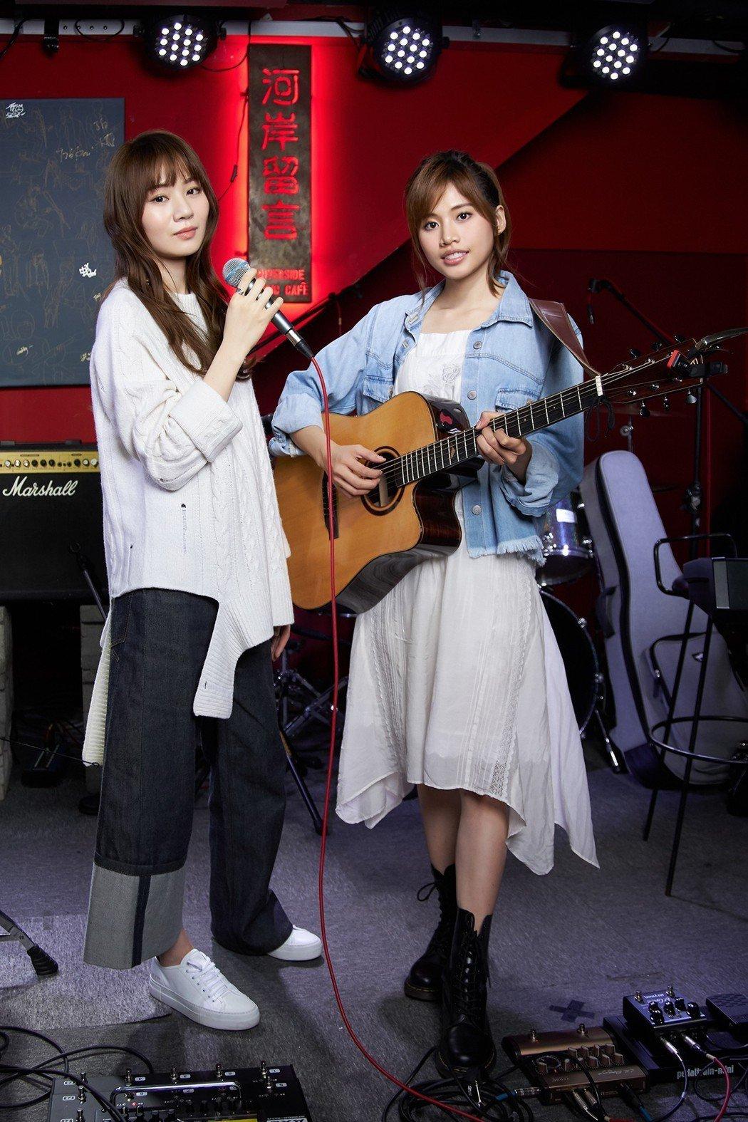 吳汶芳(右)、王笠人攜手開唱。圖/福茂唱片提供