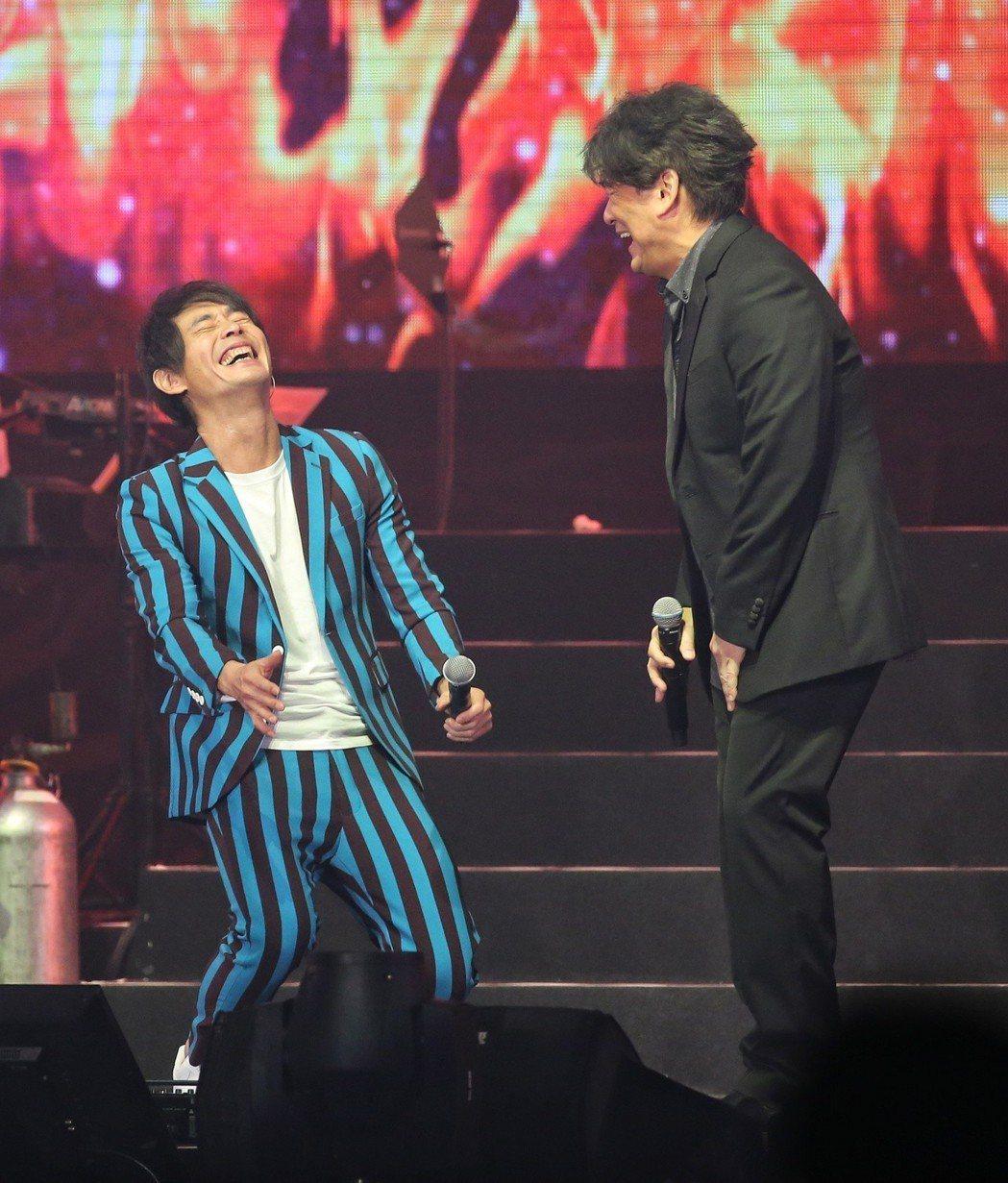 黃品源(左)舉行演唱會,周華健(右)當嘉賓。記者鄭清元/攝影