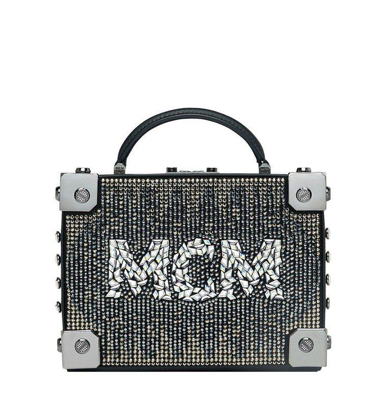Berlin黑色水晶箱型包,售價96,500元。圖/MCM提供