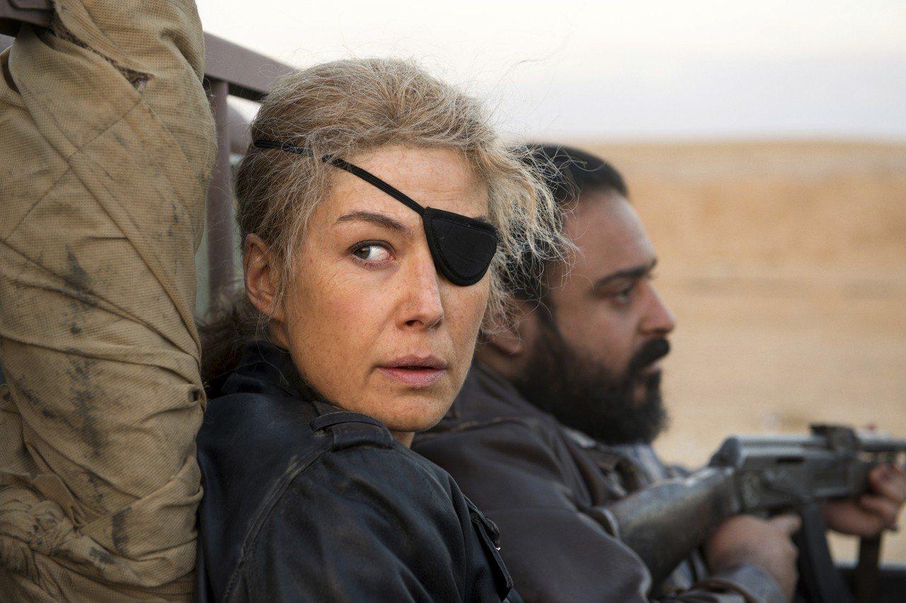 羅莎蒙派克(圖)在新片《私人戰爭》挑戰詮釋已故知名戰地記者瑪麗柯爾文。 (美聯社...