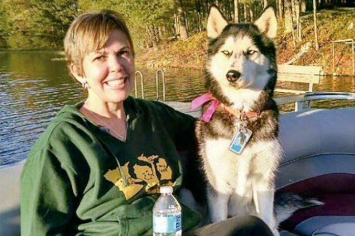 西伯利亞哈士奇犬「塞拉」發現主人史蒂芬妮.赫菲爾罹患卵巢癌,接下來主人癌症兩次復...