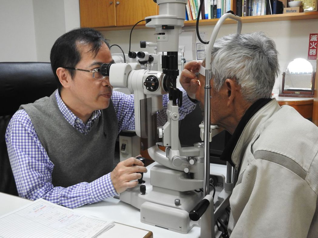 南投縣草屯鎮現代眼科診所於106年執行白內障手術1084件,手術件數超過當地醫院...
