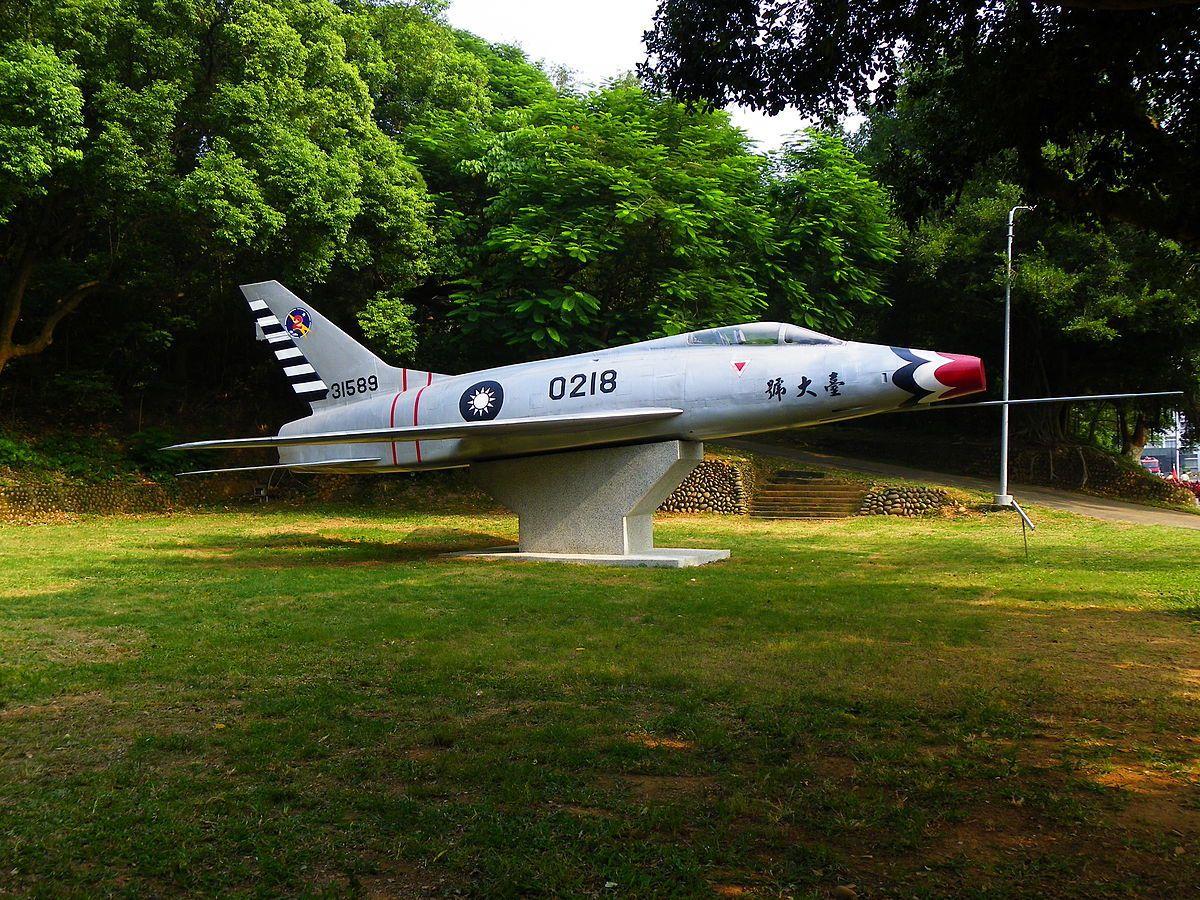 陳列在成功嶺的「台大號」F-100戰機。圖/引自維基百科