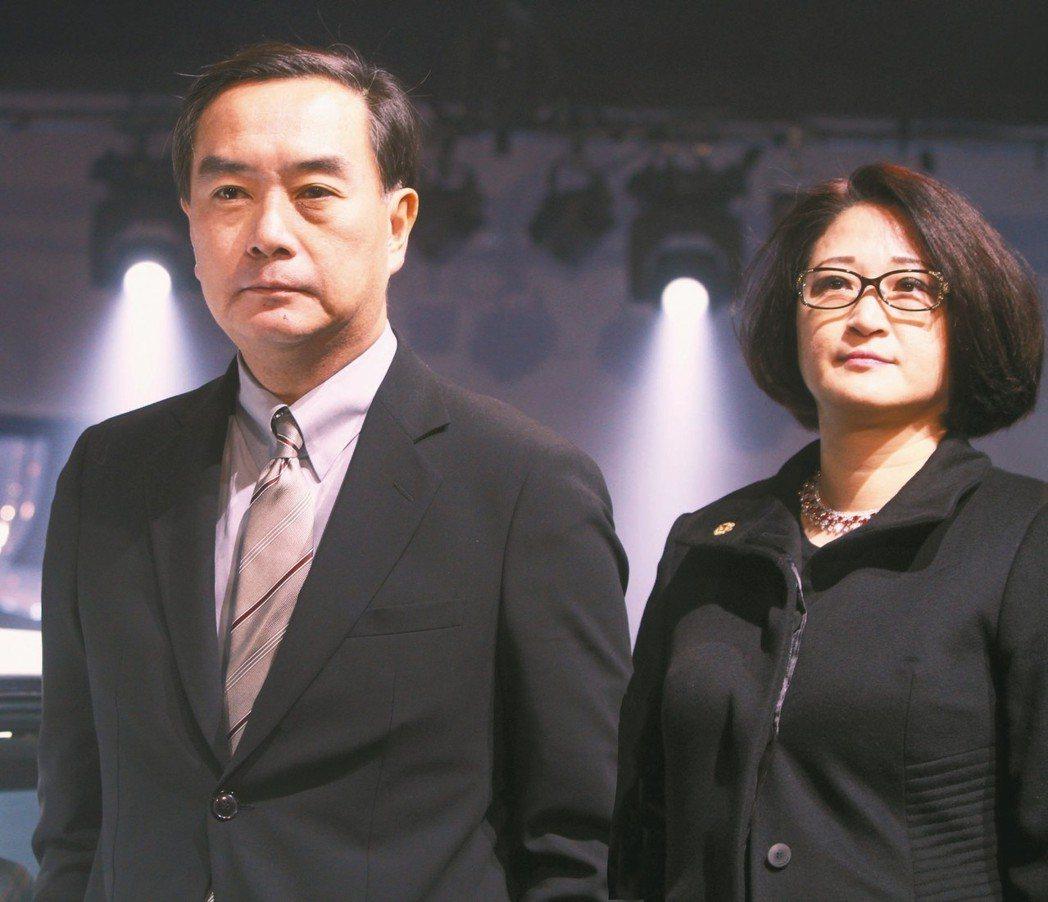 裕日車董事長嚴陳莉蓮(右)