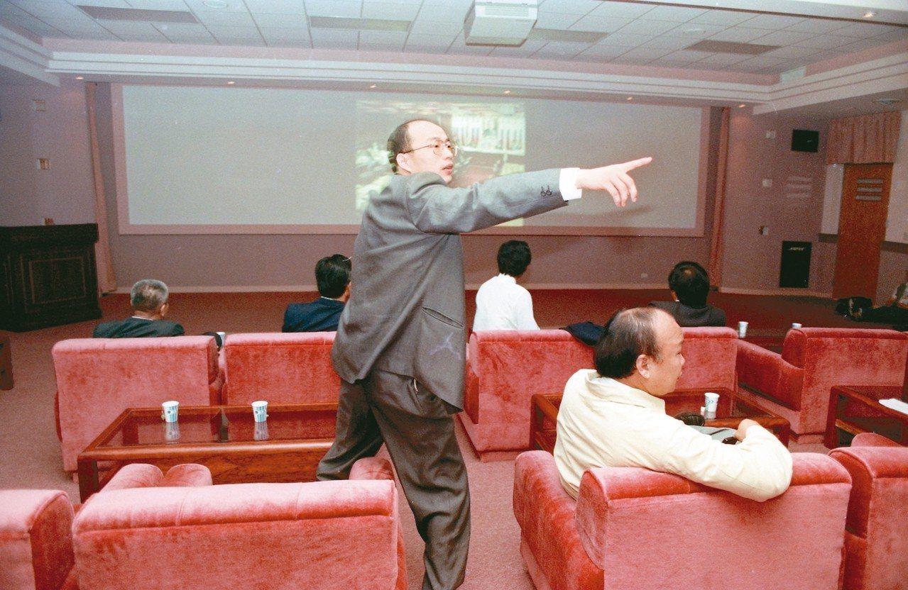 1993年,韓國瑜在立院與立委起衝突,引起爭議。 圖/聯合報系資料照片