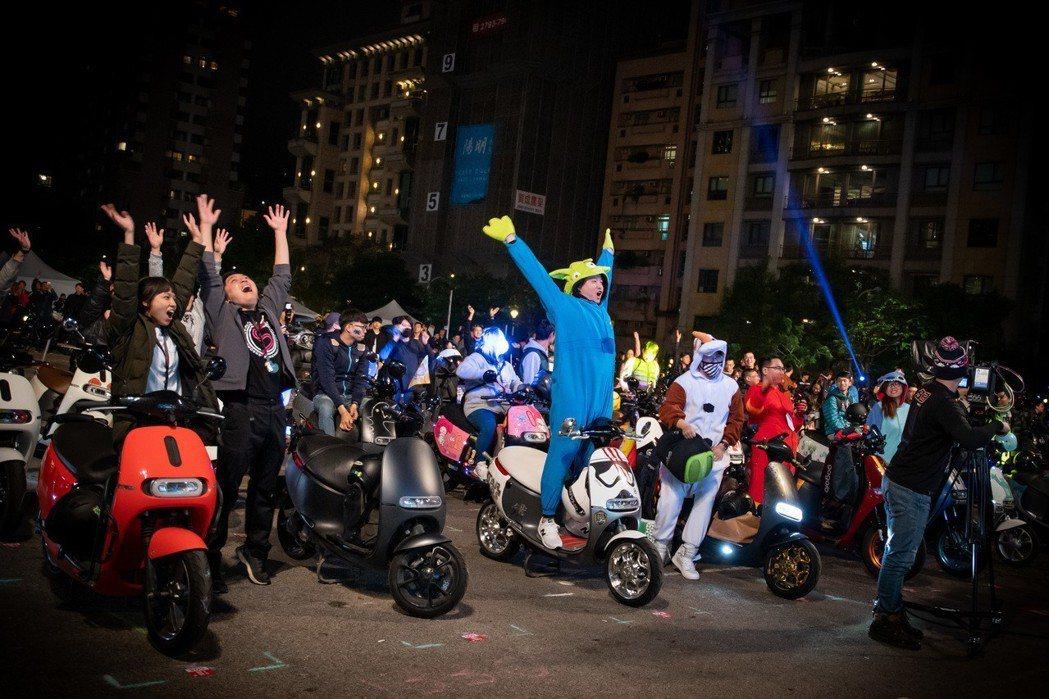 來自全台四地的車主一起人車共舞,讓現場氣氛High到最高點。 發燒車訊提供
