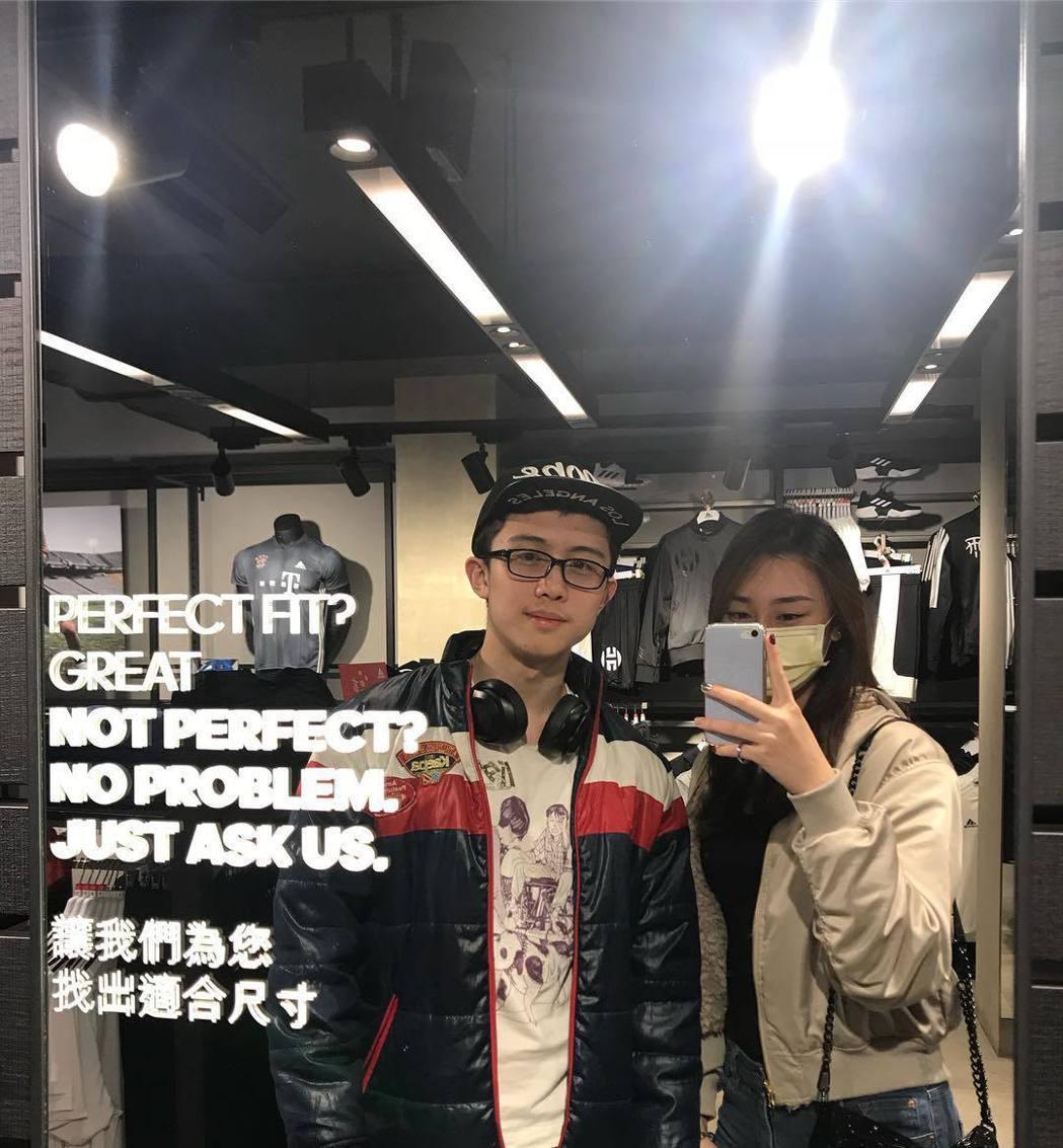 孫安佐(左)與女性友人的合照。 圖/擷自孫安佐IG