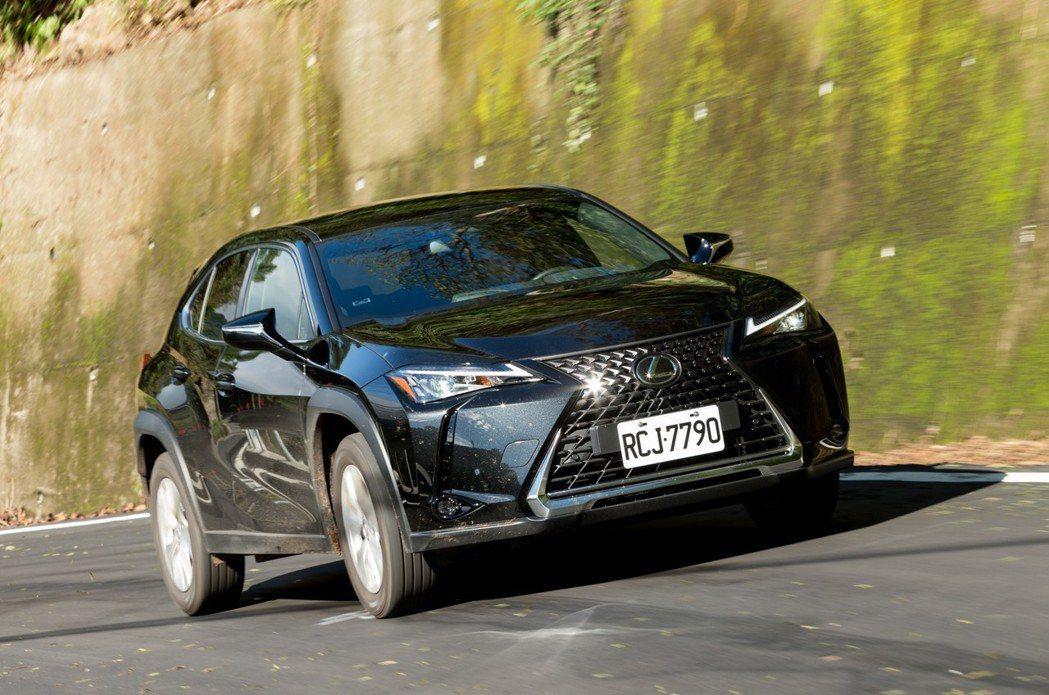Lexus在去年11月正式推出全新豪華跨界休旅UX。 記者陳立凱/攝影