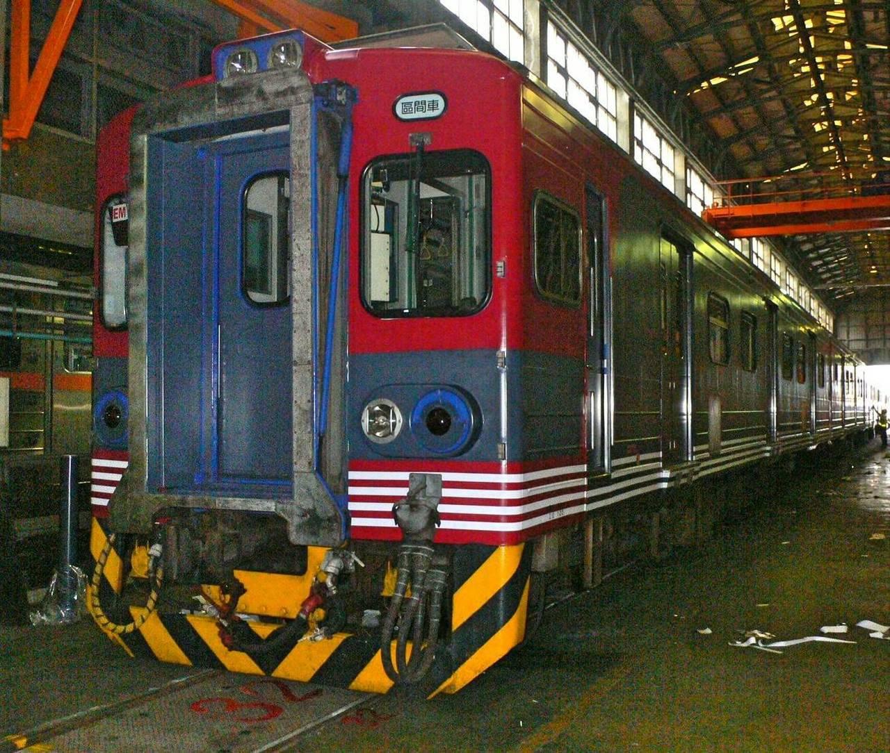 台鐵後天將推出EMU500型列車彩繪信濃鐵道115系列車。圖/台鐵提供