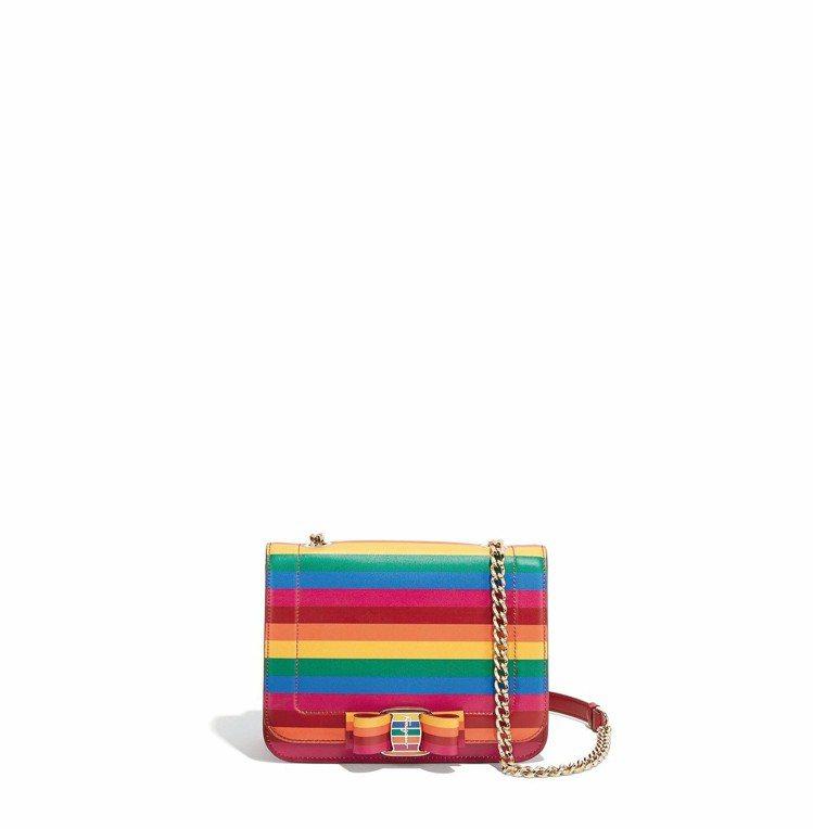 VARA RAINBOW彩虹牛皮鍊帶包,59,900元。圖/Ferragamo提...