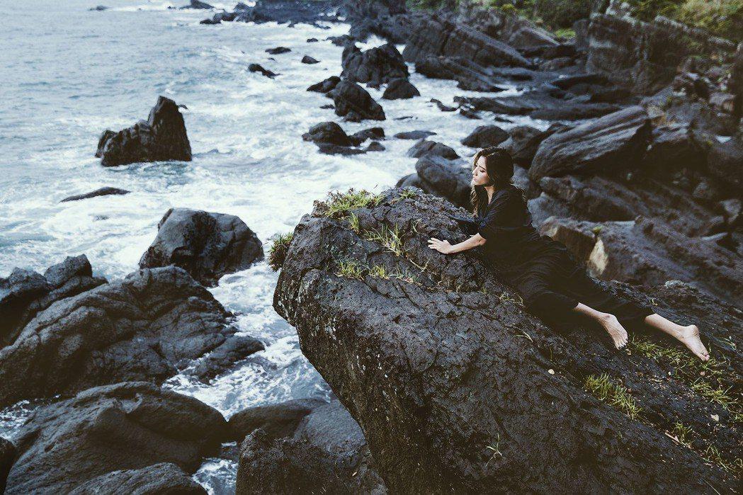 瑞瑪席丹至東北角海岸拍攝音樂錄影帶。圖/愛貝克思提供