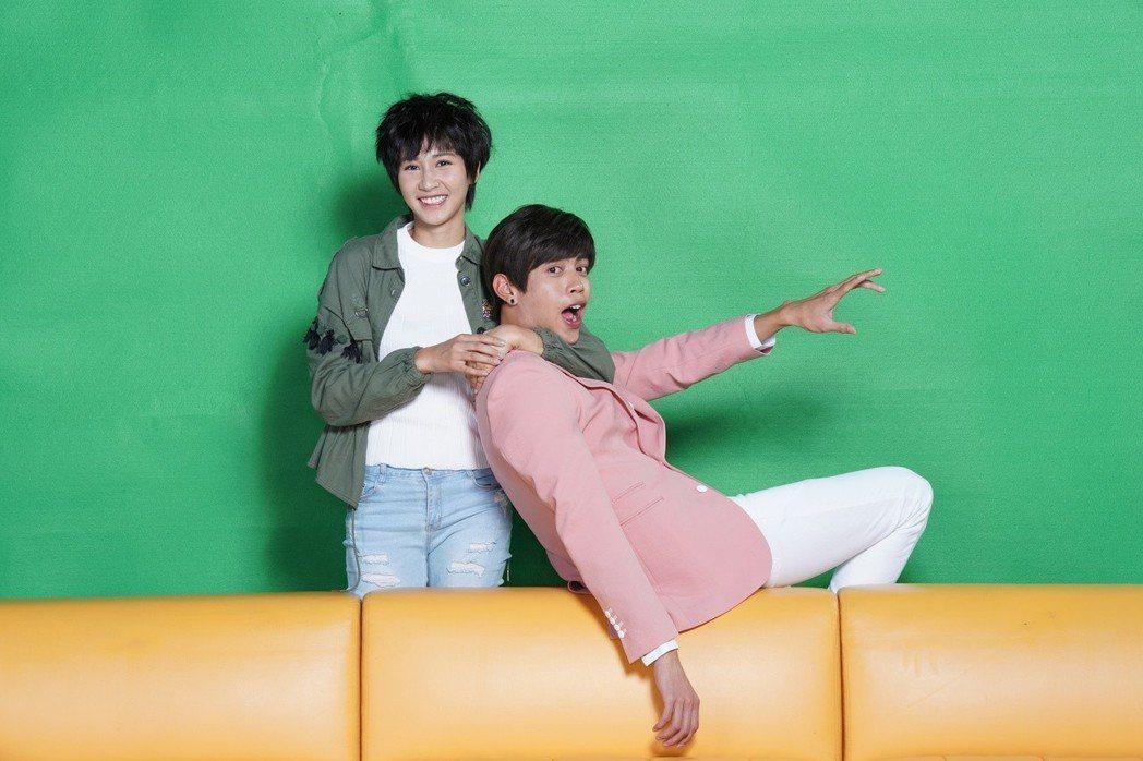 鯰魚哥(右)與鄭亞在「女力報到」中是一對歡喜冤家。圖/TVBS提供