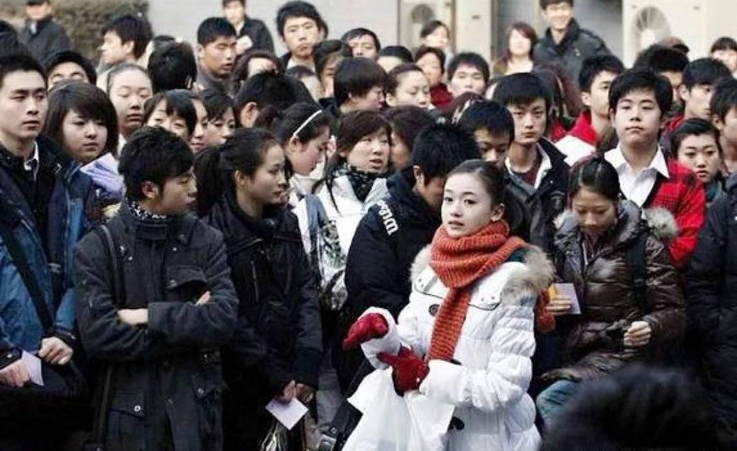 吳謹言當年報考北京電影學院畫面曝光。圖/摘自微博