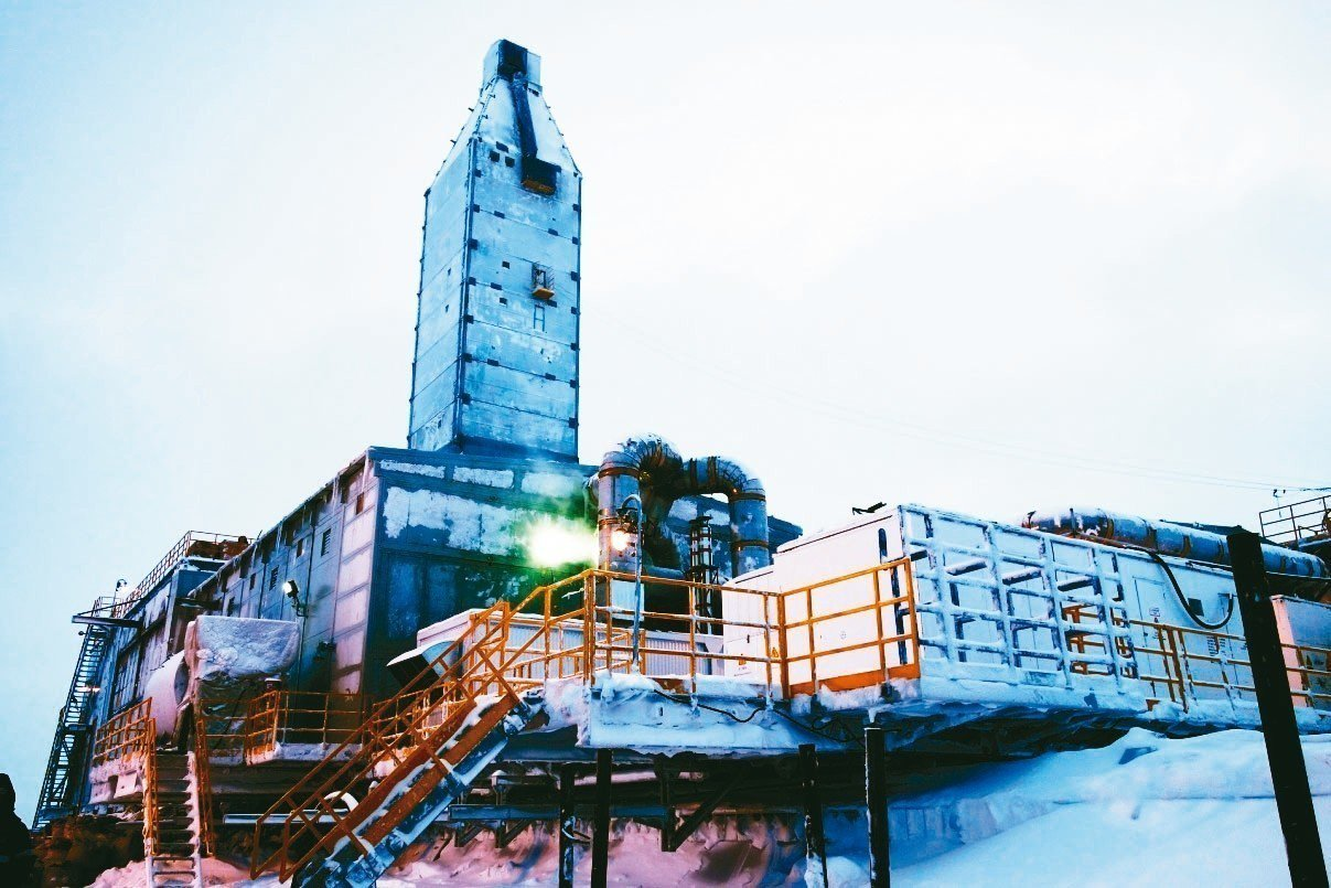 天寒地凍,極光號極地鑽機正在作業。 圖/本報四川德陽傳真