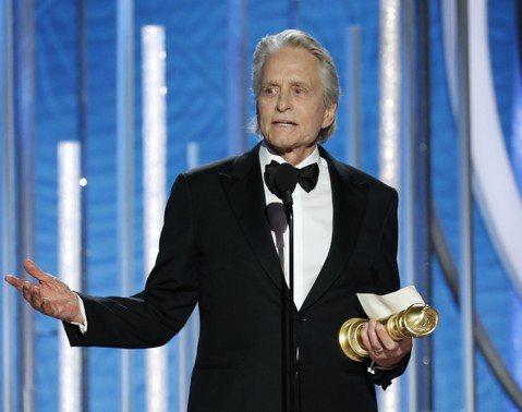 曾經兩度獲金球獎並拿下西席地密爾特別獎的麥克道格拉斯,憑在Netflix主演的新影集「好萊塢教父」獲最佳音樂或喜劇類影集男主角獎。他在劇中扮演一位曾獲東尼獎的實力派舞台劇演員,但到好萊塢發展後並沒走...