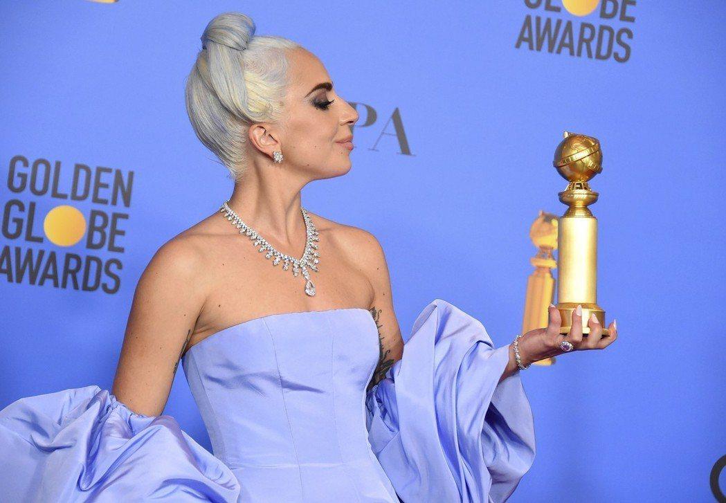 女神卡卡拿下金球獎最佳電影原創歌曲獎。 圖/美聯社