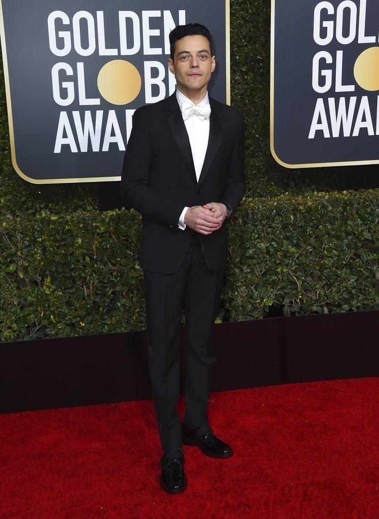 Rami Malek以Givenchy黑西裝現身76屆金球獎紅毯。圖/美聯社