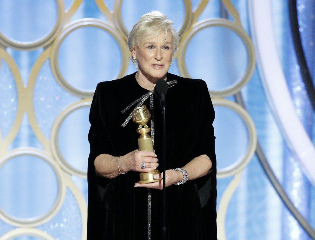 葛倫克蘿絲以「愛・欺」奪下金球獎戲劇類最佳女主角。 圖/美聯社