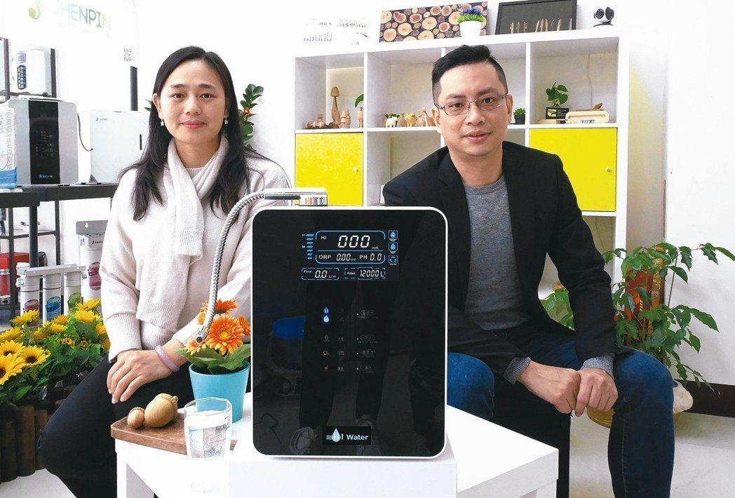Hiwater共同創辦人劉莉蓁(左)與品牌行銷經理巫逢益。 業者/提供