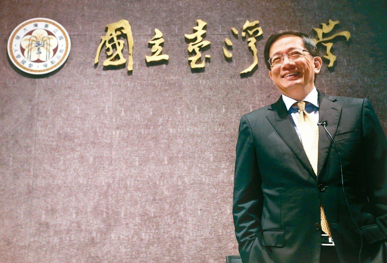 台灣大學校長懸缺500多天,校長當選人管中閔預定明天上任。 記者胡經周/攝影