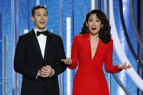 金球獎頒獎典禮今天在加州洛杉磯舉行,主持人吳珊卓和安迪山伯格一開場就選擇營造正向氣氛,炒熱場子,有別於以往典禮上飄著濃濃政治味,時常對美國總統川普明批暗諷。亞裔女星吳珊卓(Sandra Oh)和喜劇...