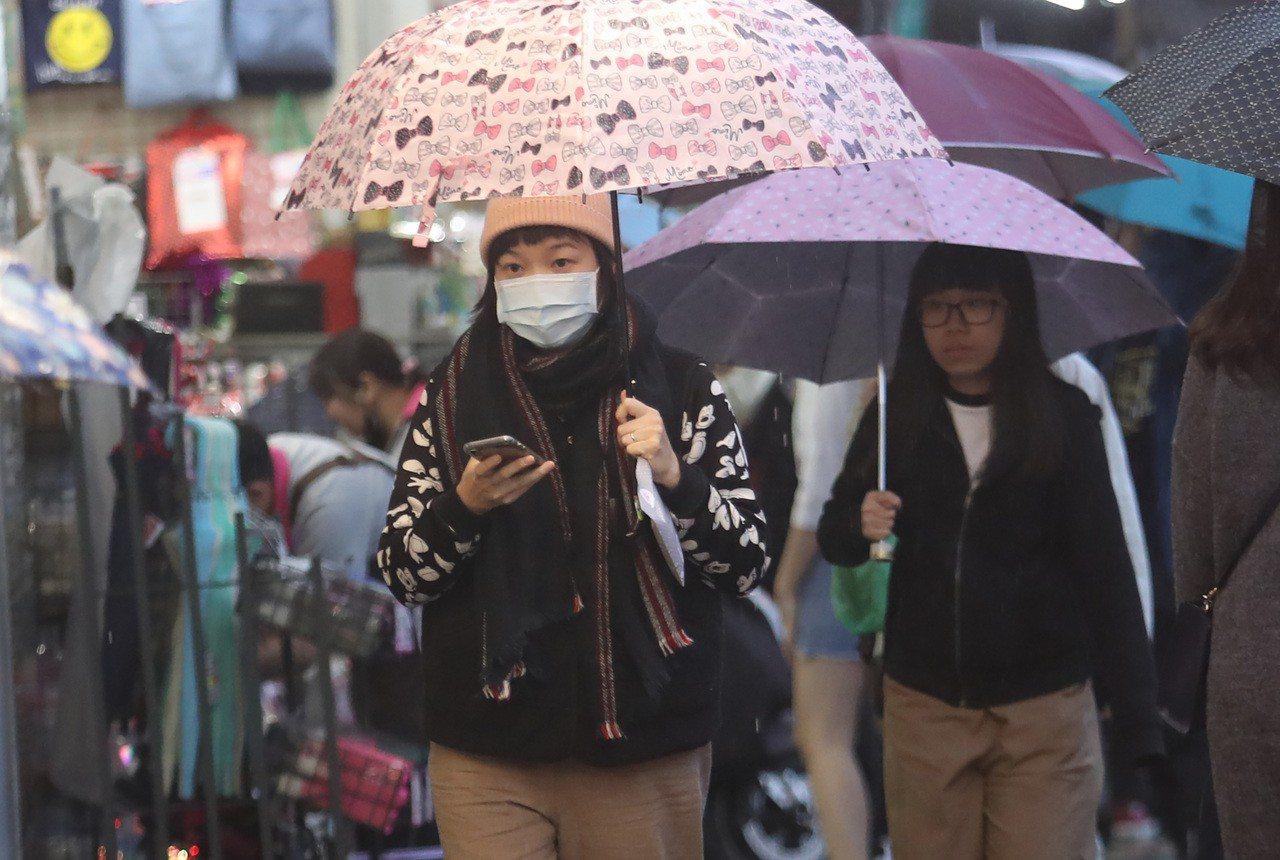 氣象局說,明天及9日迎風面的北部及東半部地區整天溼溼涼涼,有局部短暫雨。 中央社