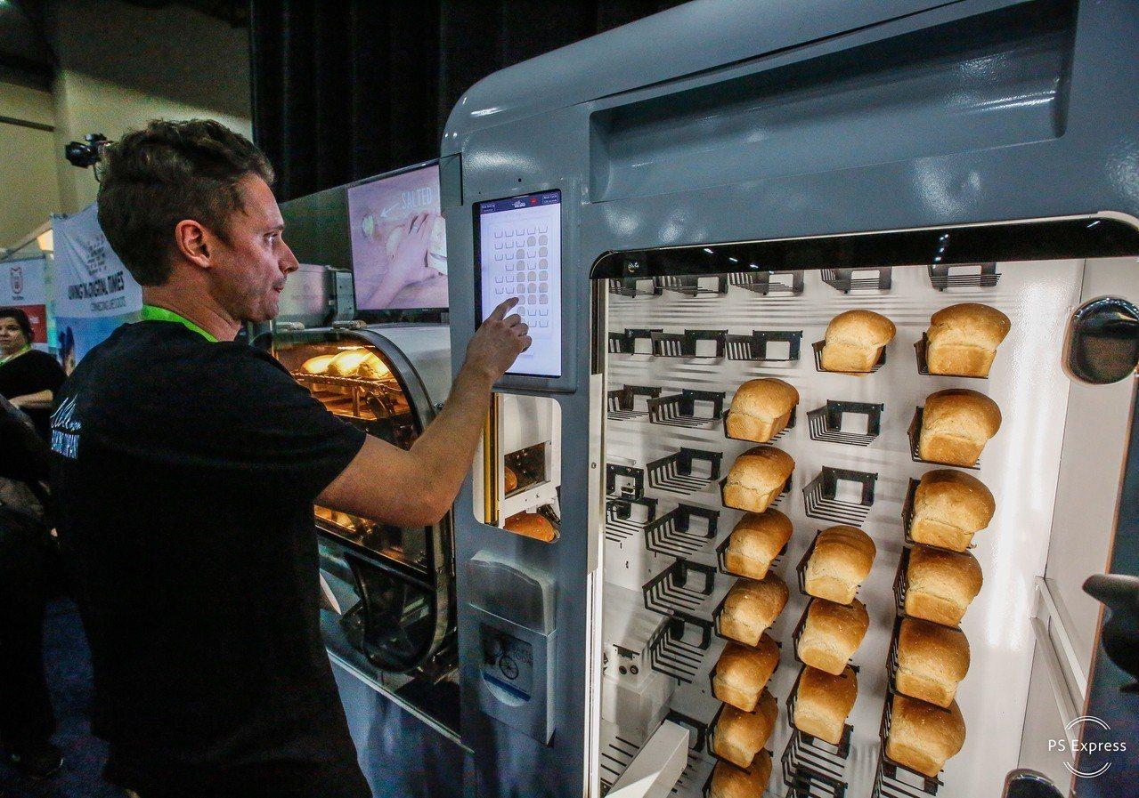 智慧型麵包機BreadBot,一天可製作235條麵包,從混拌麵團到烘烤一手包。 ...