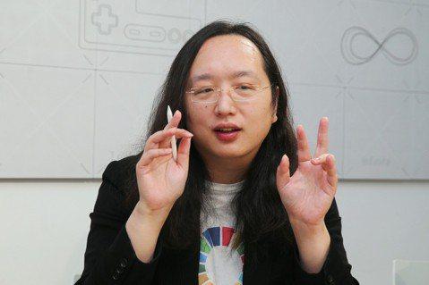 唐鳳認為,「犧牲小我、完成大我」的事一輩子只能做幾次,這個概念本身就不太永續,應...