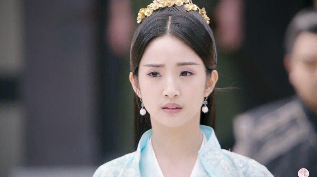 林依晨演出新劇「小女花不棄」。圖/擷自微博視頻