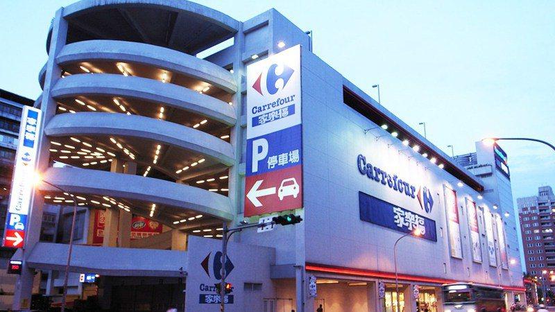 家樂福桂林店的停車場被多次提到根本是在考驗駕駛人的技術。 圖片來源/<a href=