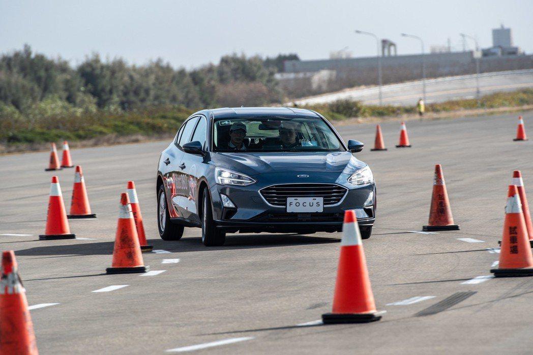 底盤及操控部分則維持過往Focus偏向歐系車的定位。 圖/福特六和提供