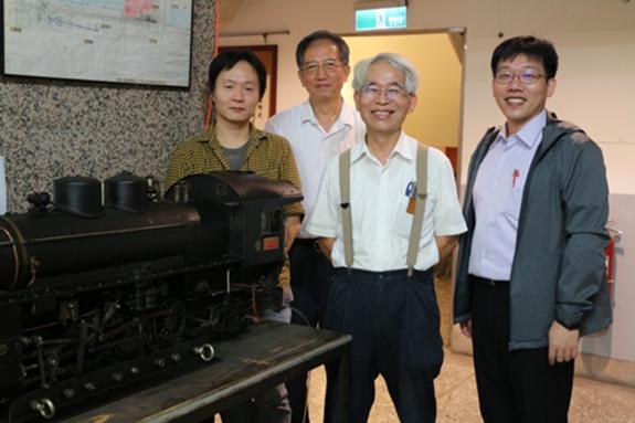 機械系助理教授林晨光博士(右起)、機械工程學系代理主任吳俊瑩教授、機械工程暨研究...