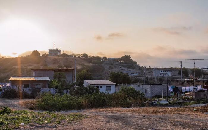 Santa Marianita的日落看上去安詳寧靜,但人們的生活並不輕鬆。