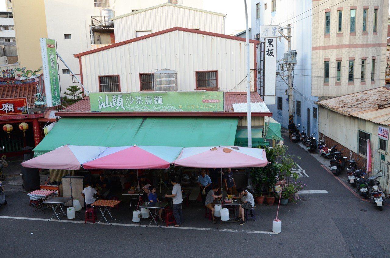 臺南街頭常見的汕頭沙茶意麵。