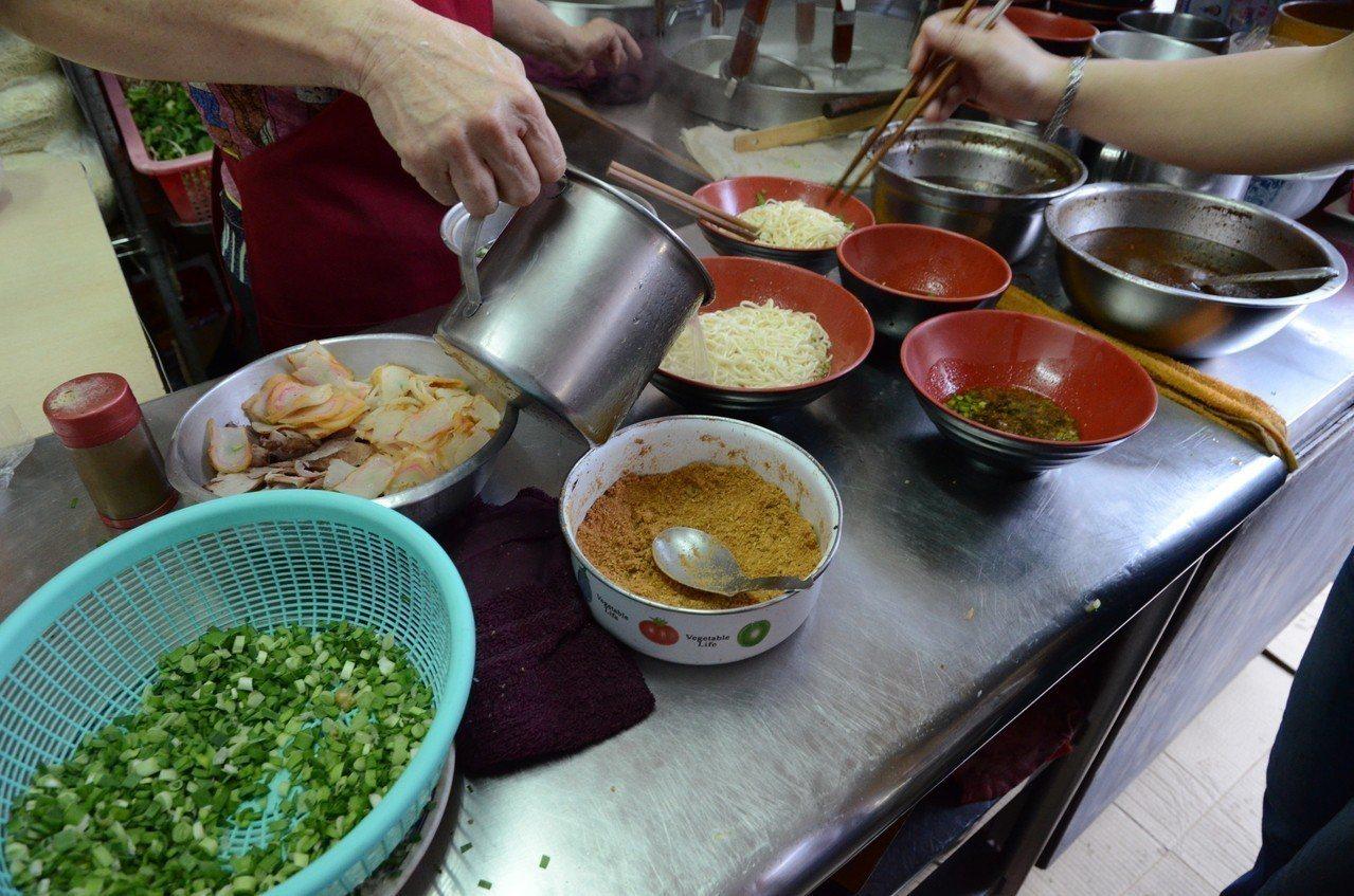 沙茶意麵的料理方法不複雜,以沙茶來決定味道。