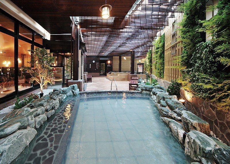 在3、4樓設有溫泉設施可使用,除了露天溫泉之外,還有岩盤浴、三溫暖等。