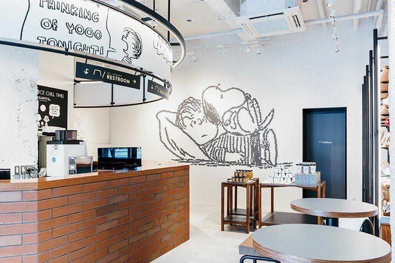 位於1樓、首次進軍關西的PEANUTS Cafe風格明亮可愛,店內精緻甜點更是不...
