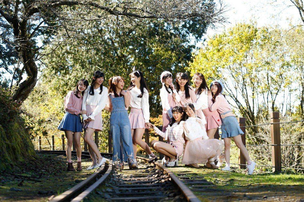 AKB48 Team TP換穿粉嫩色系的造型。圖/好言娛樂提供