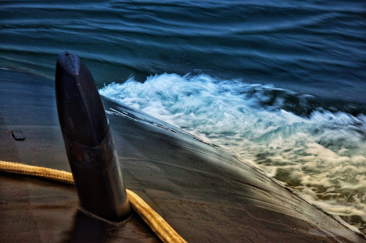 海軍司令部日前披露海虎潛艦潛航訓練過程片段。圖/軍聞社